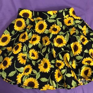 Dresses & Skirts - Sunflower print skater skirt